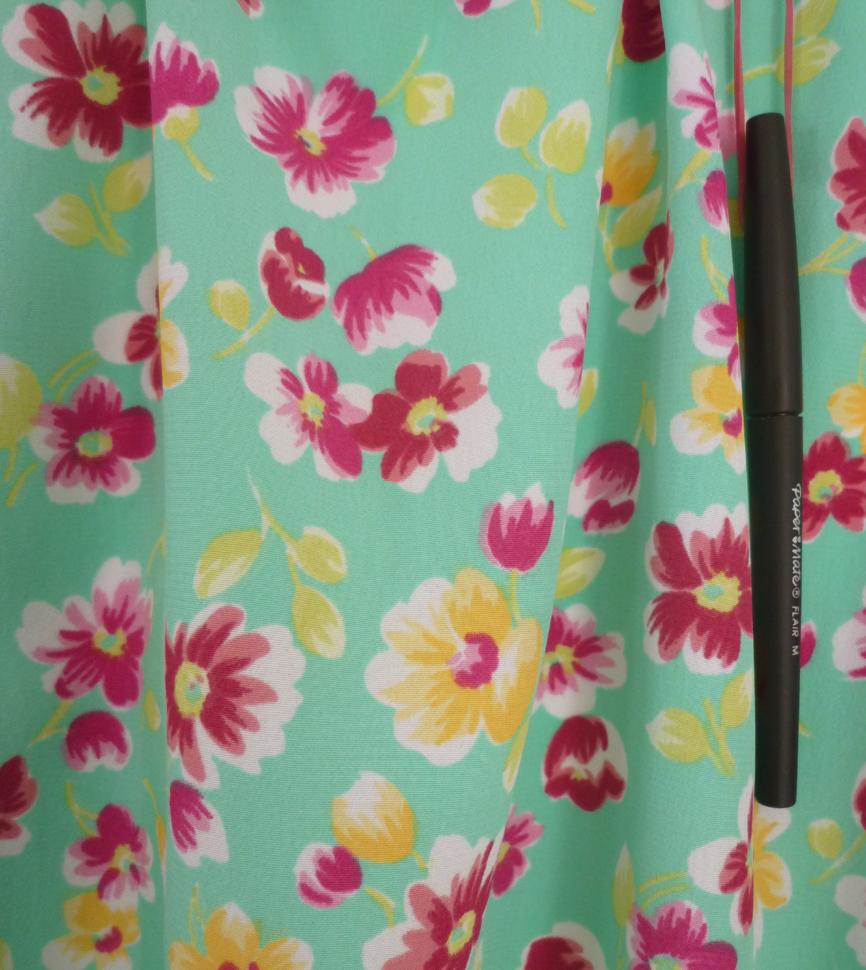 vente de tissu polyester vert d 39 eau et impression fleurie vendu au m tre. Black Bedroom Furniture Sets. Home Design Ideas