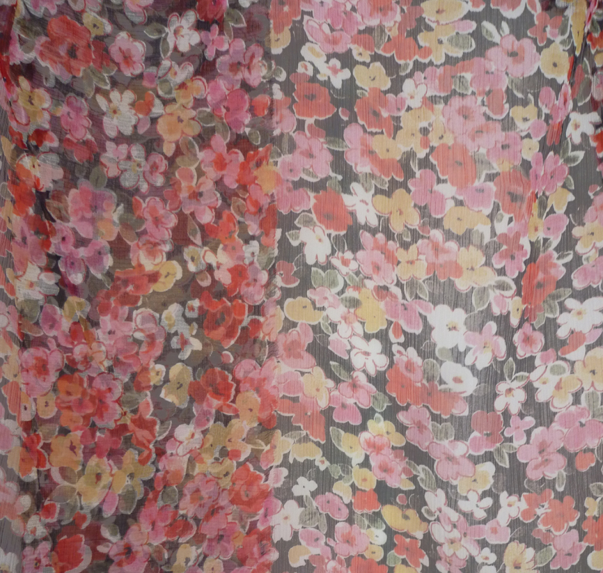 les tissu au m tre mousseline imprim e fleurs multicolores sur fond noir. Black Bedroom Furniture Sets. Home Design Ideas