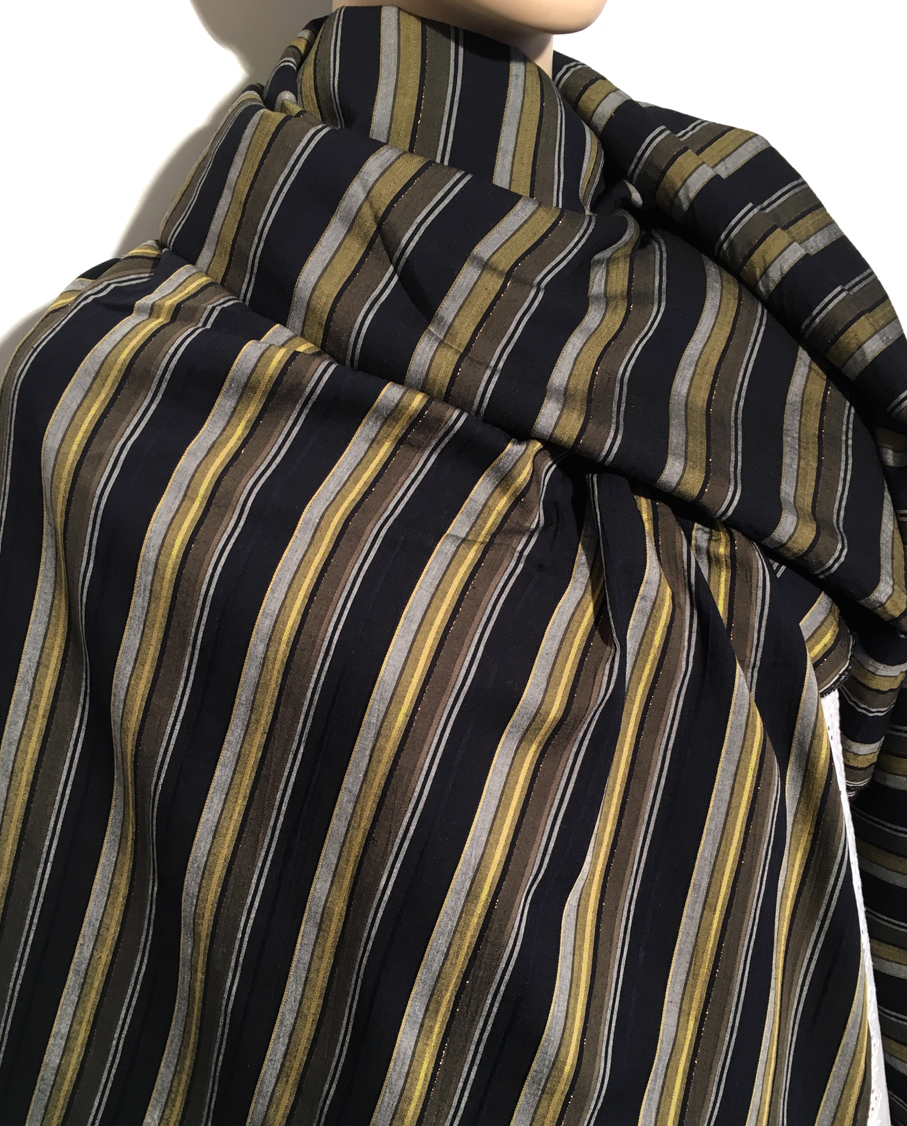 tissu au m tre r f 230238 viscose et polyester noir et vert avec fil m tallis or deveaux. Black Bedroom Furniture Sets. Home Design Ideas