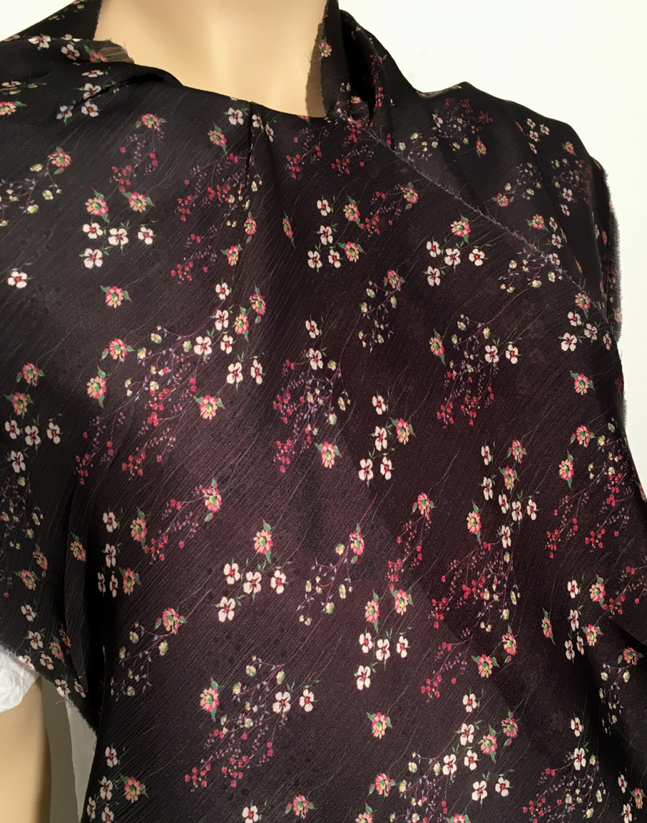 tissu au m tre r f 350211 voile de polyester noir imprim fleurs deveaux tissu 350211 100. Black Bedroom Furniture Sets. Home Design Ideas