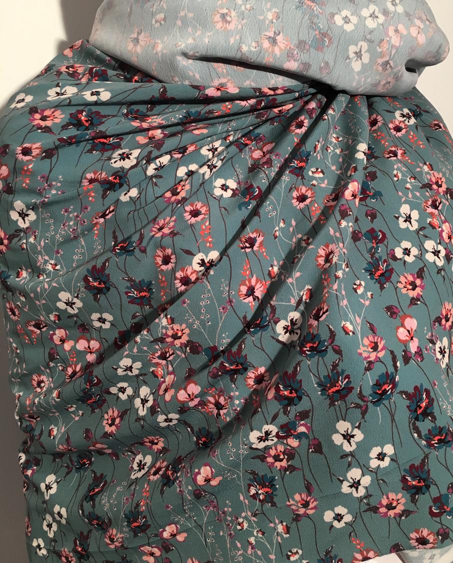tissu au m tre r f 350235 cr pe de polyester fond bleu canard impression fleur deveaux tissu. Black Bedroom Furniture Sets. Home Design Ideas