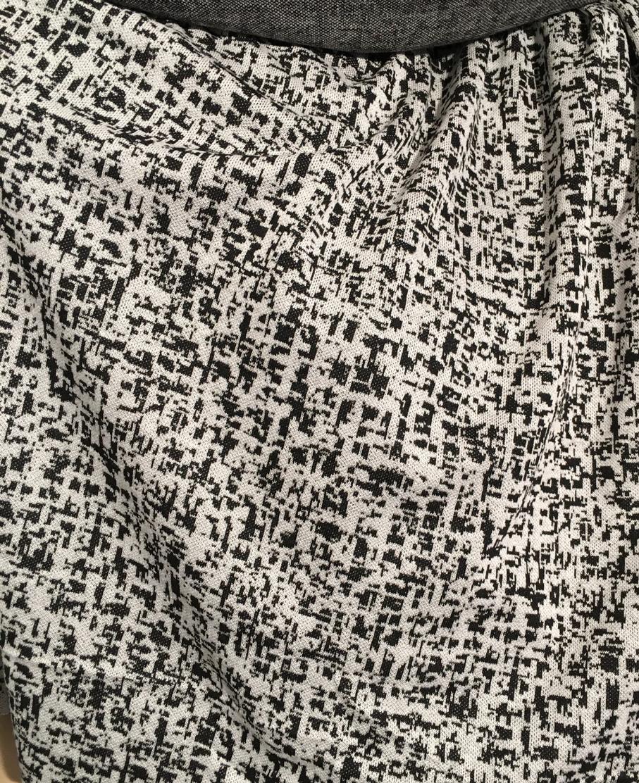 tissu au m tre r f 930264 maille viscose et polyester motif abstraits noir blanc deveaux tissu. Black Bedroom Furniture Sets. Home Design Ideas
